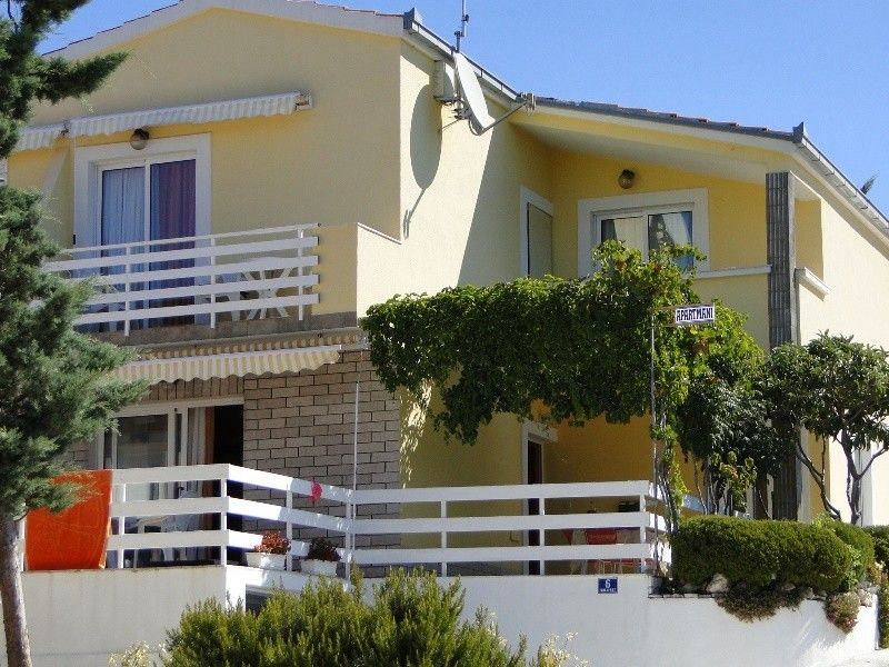 Apartments in Primosten area close to the camping Adriatic