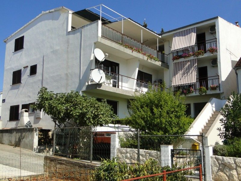 Apartments, Primošten, Primošten - Apartment with 3 bedrooms and 2 bathrooms in Primosten