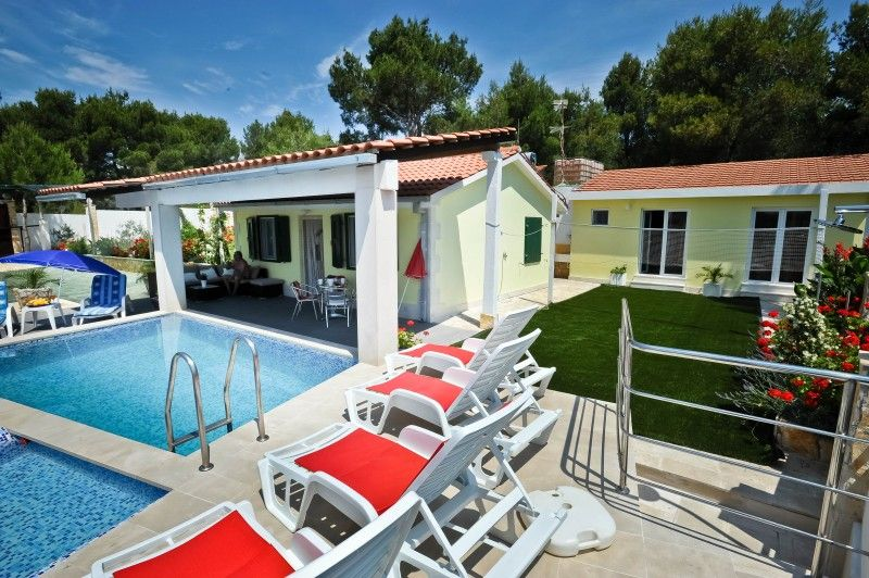 Holiday Homes, Milna, Island of Brač - Holiday Home ID 1820