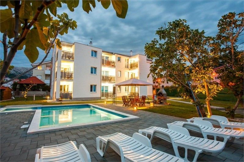 Luxury apartments with Swimmingpool in Baška-Krk