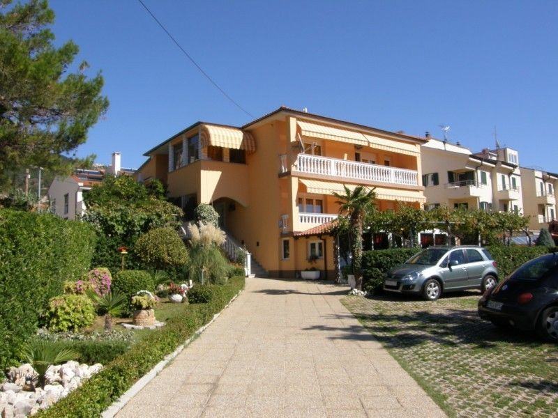 Apartments Island of Krk - Popular family apartments in peaceful parf of Ba�ka close to the sea and center
