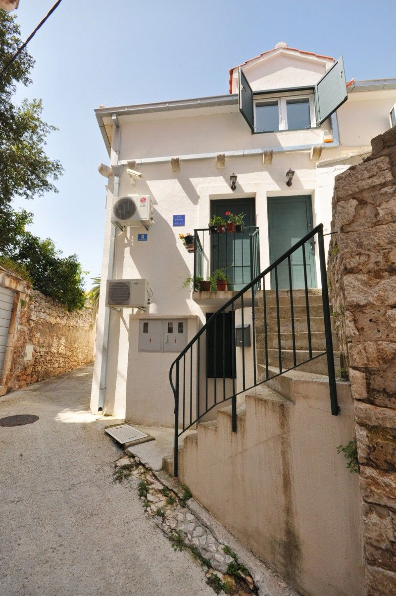 Apartments, Supetar, Island of Brač - Brač-Supetar apartment near centre and the beach