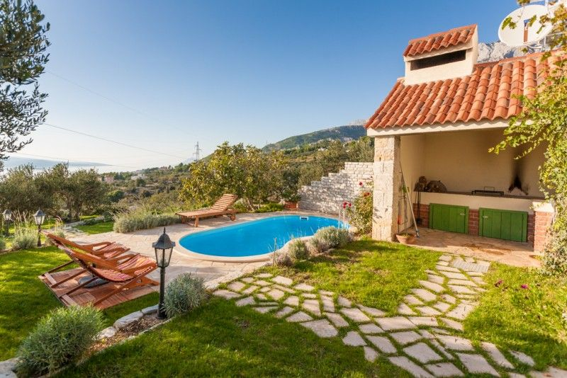 Holiday Homes Makarska Riviera - Charming holiday home with pool and stunning sea views on Makarska Riviera