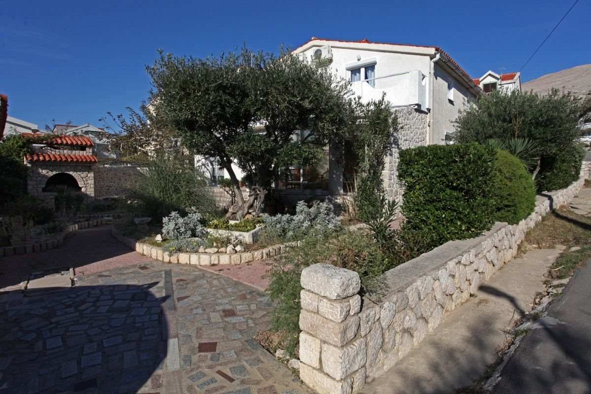 Apartments, Pag, Island of Pag - Family apartments with garden in Pag on the Pag Island