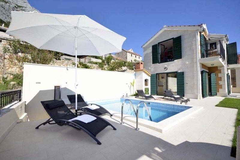 Villy/Dovolenkové domy Makarská Riviéra - Luxusná vila s bazénom