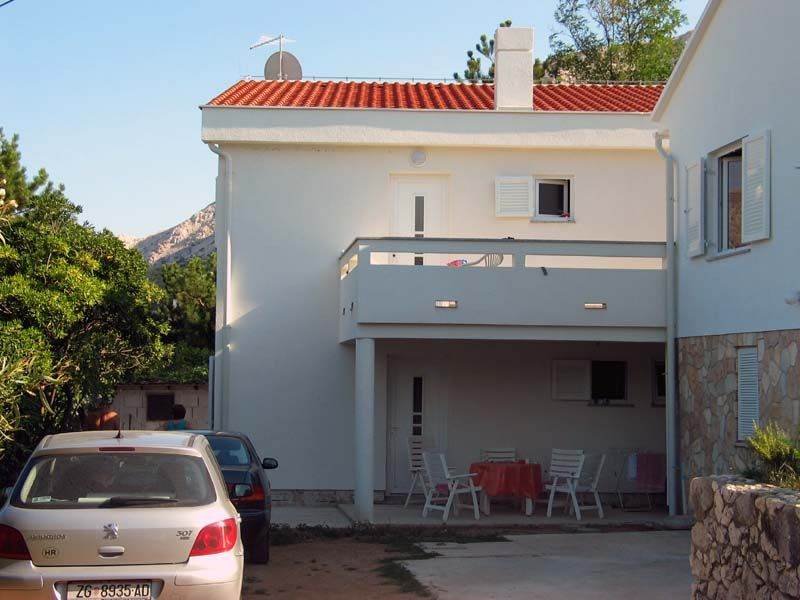 Apartments, Baška, Island of Krk - Family apartments close to the beach in Zarok-Bašk