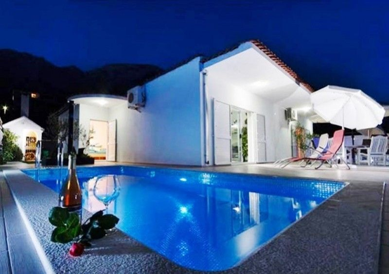 Vily Makarská Riviéra - Luxusná vila s bazénom