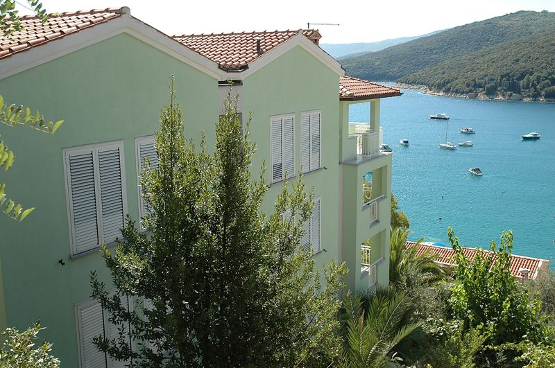Family apartments Rabac close to the sea and centre