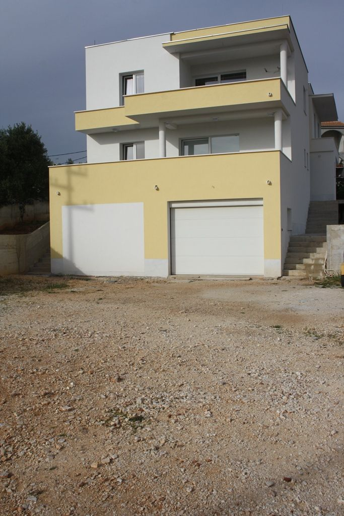 Newly built house in Primošten with 2 apartments