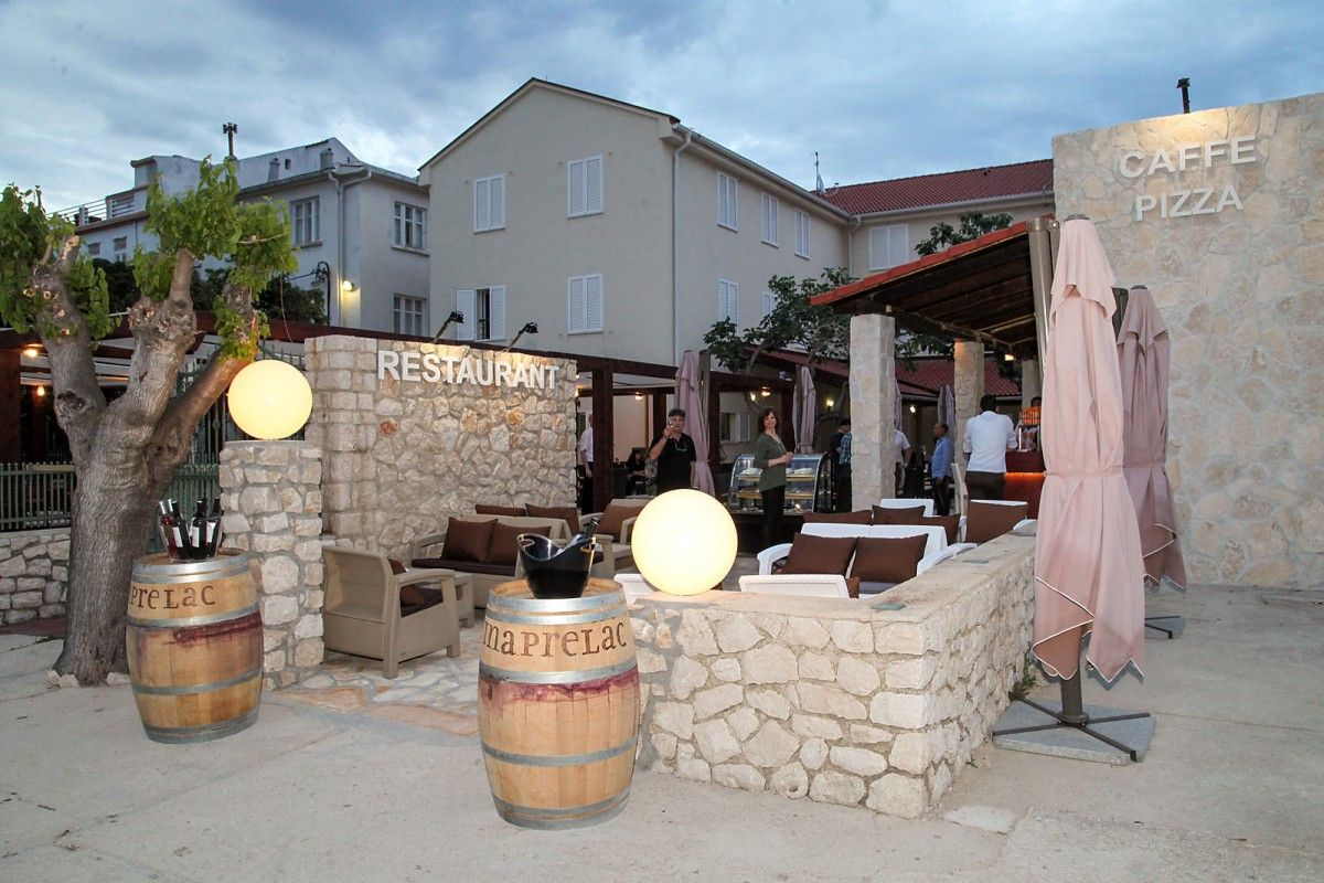 Hotels, Pag, Island of Pag - HOTEL SMOKVA