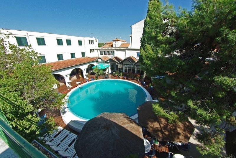 Hotely, , Tisno - HOTEL BOROVNIK