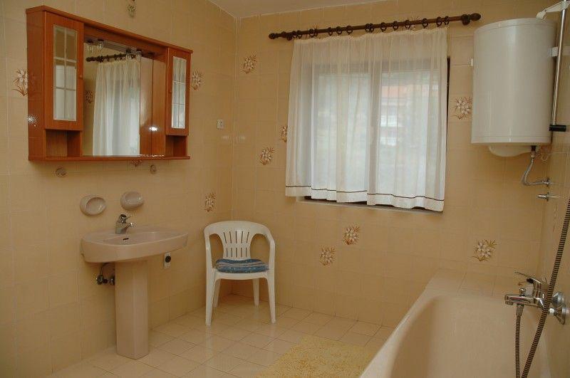 Komfortable apartments in baska auf krk insel ba ka for Badezimmer 16m2