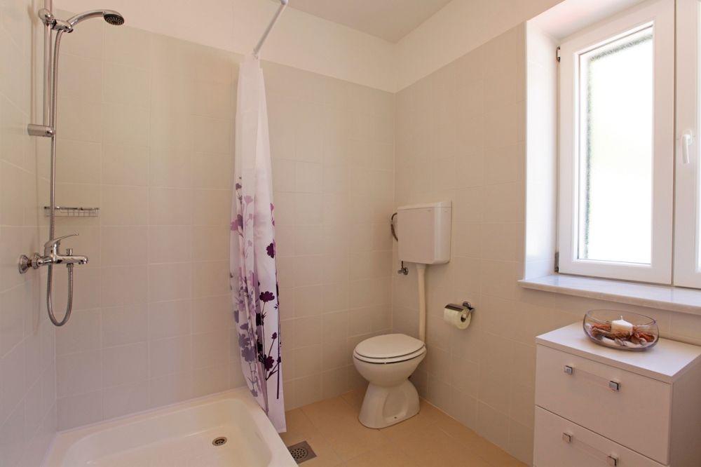 ferienwohnung id 2815 bol insel bra mitteldalmatien split kroatien. Black Bedroom Furniture Sets. Home Design Ideas