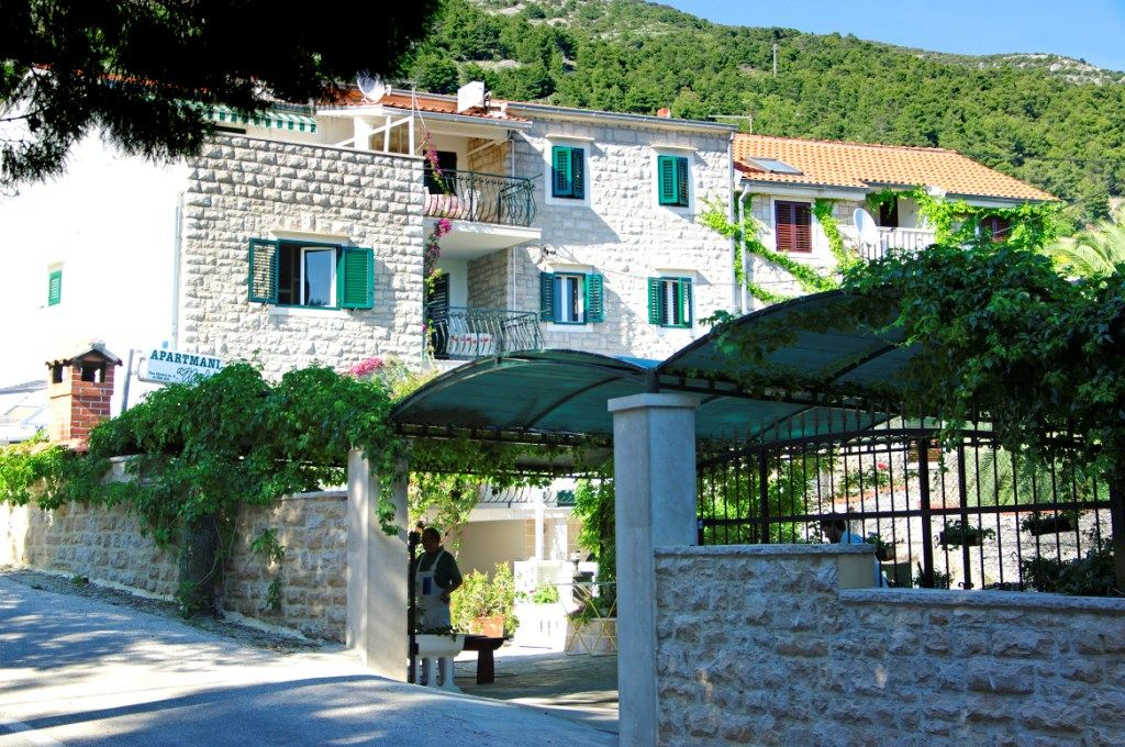 Apartments, Bol, Island of Brač - Apartment ID 2816