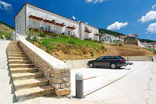 Apartments, Bol, Island of Brač - Apartment ID 2823