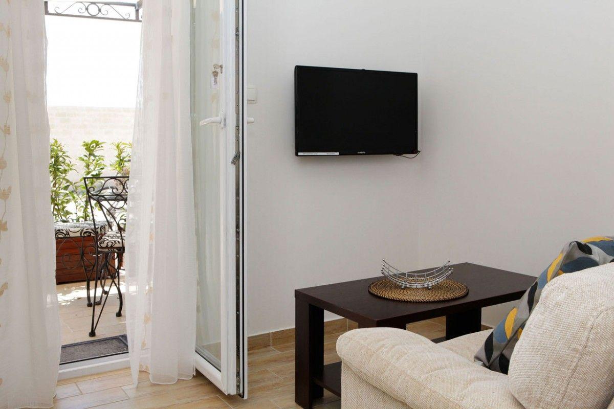 ferienwohnung id 2824 bol insel bra mitteldalmatien split kroatien. Black Bedroom Furniture Sets. Home Design Ideas