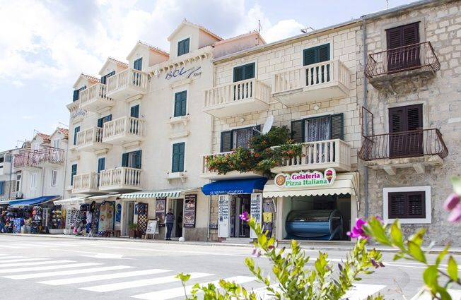 Apartments, Bol, Island of Brač - Apartment ID 2832