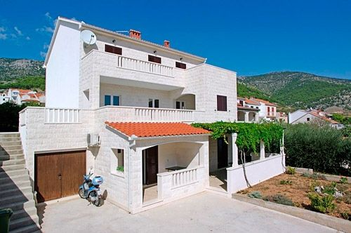 Apartments, Bol, Island of Brač - Apartment ID 2835