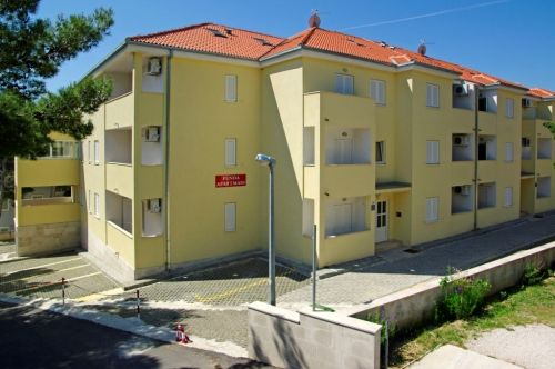 Apartments, Bol, Island of Brač - Apartment ID 2837