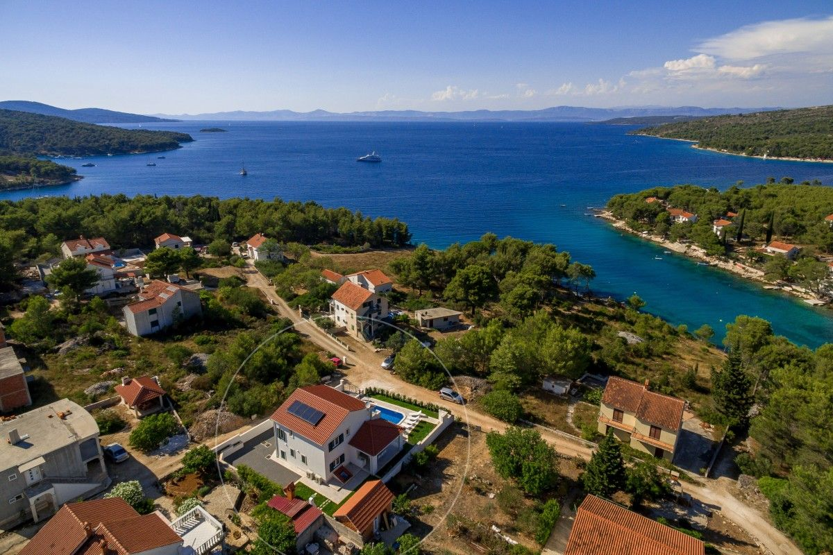 Holiday Homes, Milna, Island of Brač - Modern holiday home with swimming pool in Milna on Brač island
