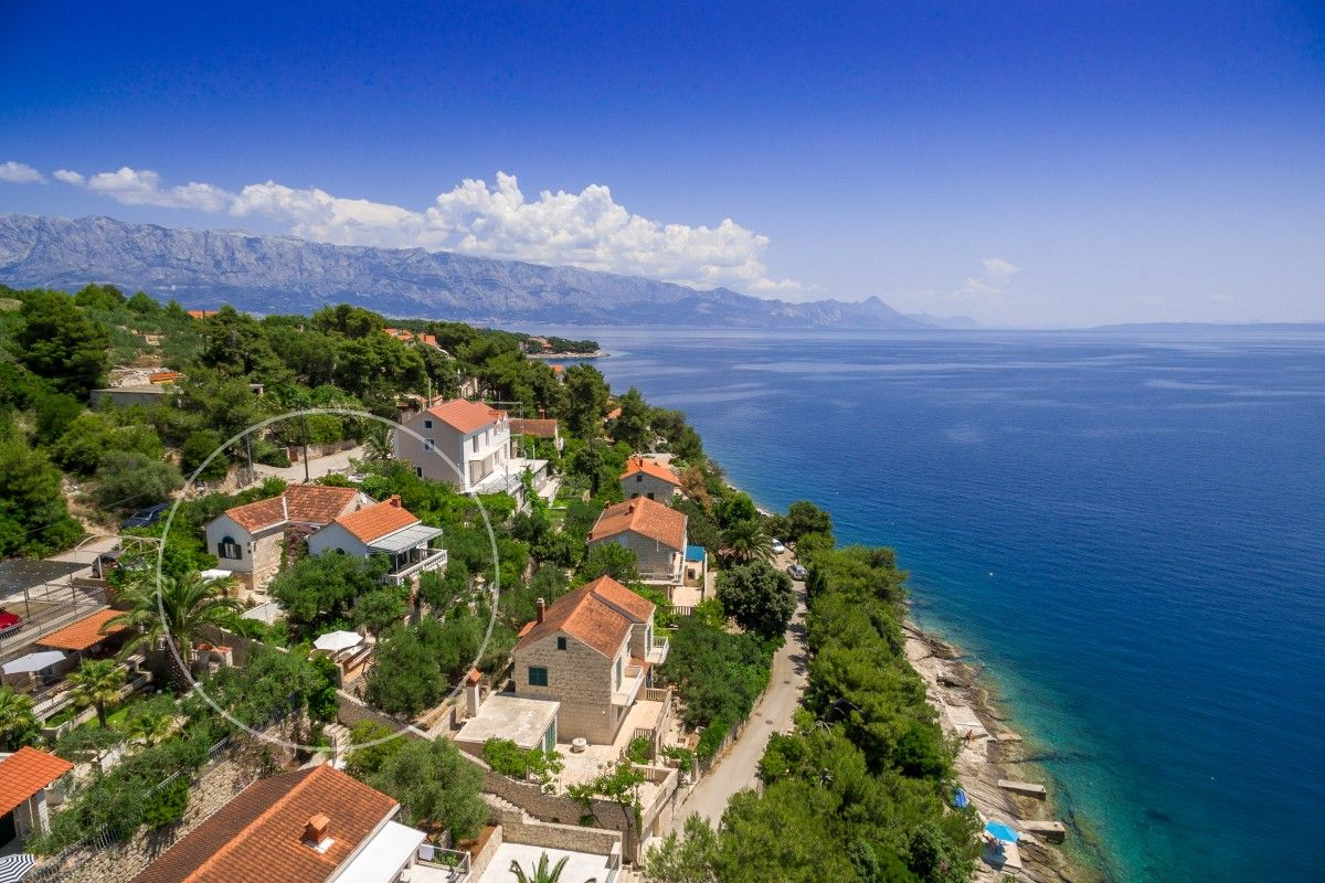 Holiday Homes Island of Brač - Seafront stone holiday home in Sumartin in Brač island