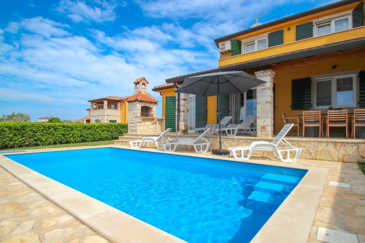 Holiday Homes Novigrad - Holiday Home ID 3018