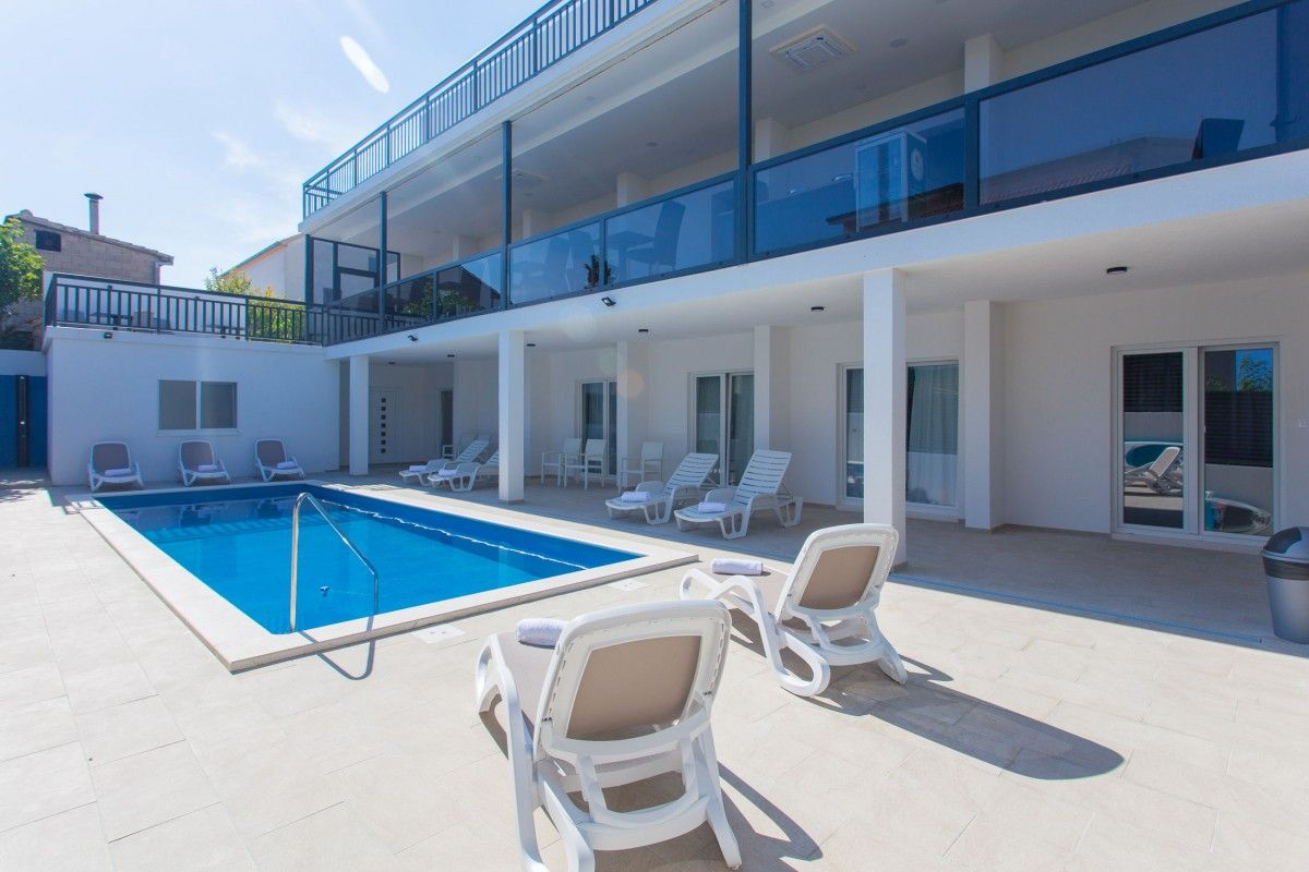 Apartments Trogir and surroundings - Apartment ID 3084
