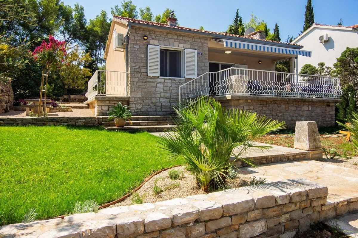 Holiday Homes Island of Brač - Seafront holiday home for 5 persons