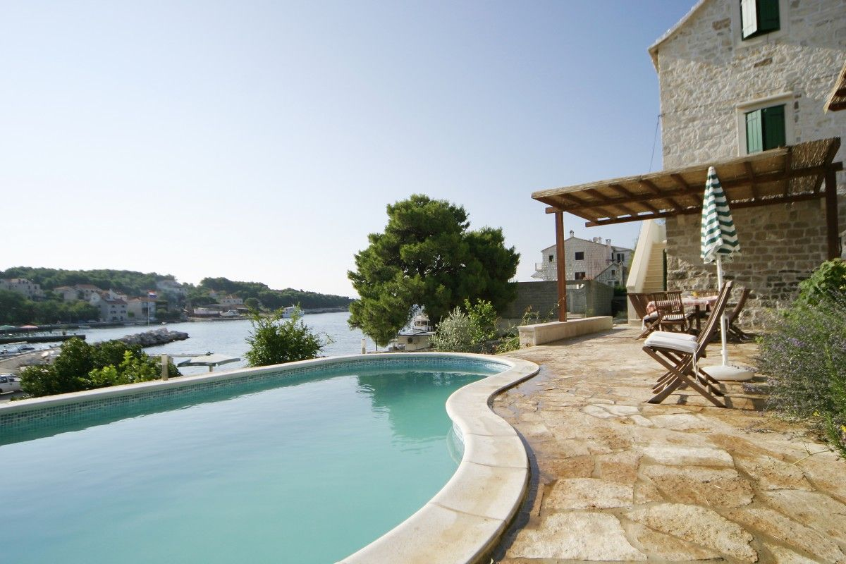 Holiday Homes Island of Brač - Stone villa in the picturesque village Sumartin near the sea