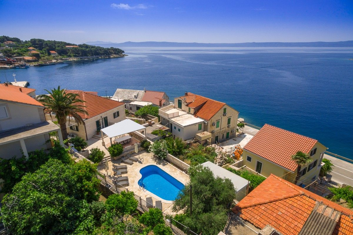Holiday Homes Island of Brač - Charming villa in the centre of picturesque village Sumartin