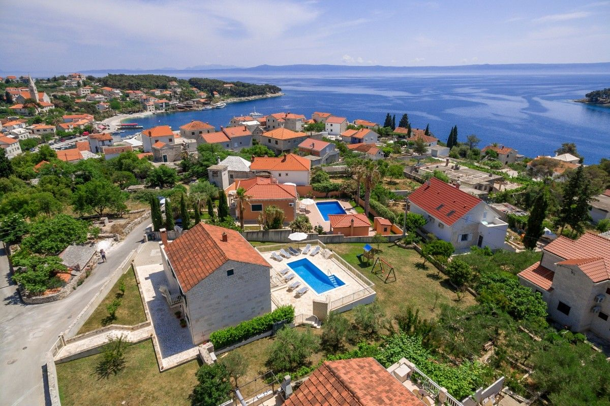 Holiday Homes, Sumartin, Island of Brač - Beautiful antique villa near the sea