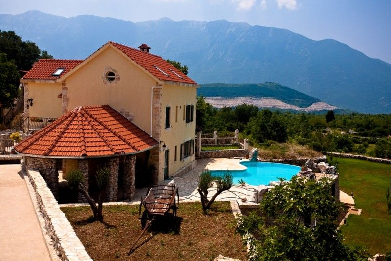 Holiday Homes, Šestanovac, Riviera Omiš  - Exclusive villa with swimming pool in region of Omiš