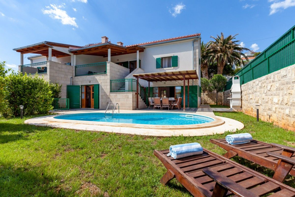 Hvar Villas near the sea