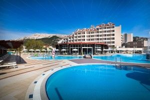 objects/225/136121_zvonimir-hotel-outdoor-pool-corinthia.jpg