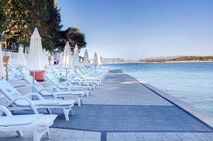 objects/2385/123283_valamar-koralj-romantic-hotel-beach.jpg