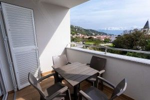 Apartment for 4-5 persons on the 1st floor with a sea view