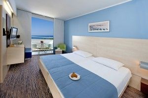 Superior twin room with balcony -seaside