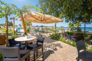 objects/2842/130292_cooee-pinia-hotel-valamar-marea-beach-bar.jpg