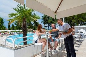 objects/2842/130296_valamar-pinia-hotel-pool-bar.jpg