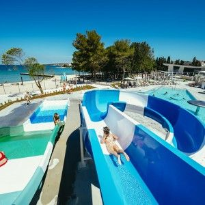 objects/3043/135929_01-falkensteiner-premium-camping-zadar-pools-2-square.jpg