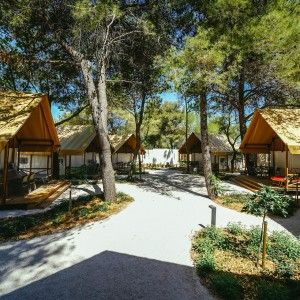 objects/3043/135937_09-falkensteiner-premium-camping-zadar-exterior-14-square.jpg