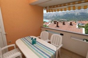 Apartment for 4-5 persons on the 2nd floor with a sea view