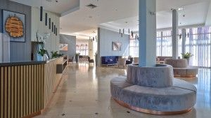 objects/520/124334_1507106749Hotel_Holiday_Lobby.jpg